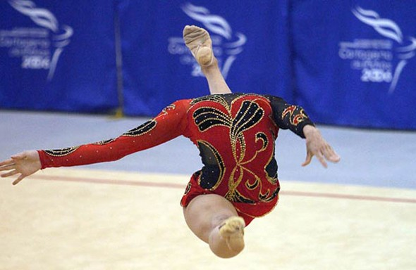 headless-gymnast-perfect-timing-resizecrop--
