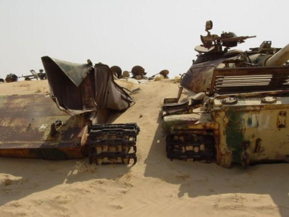 a_mass_graveyard_of_tanks_in_kuwait_640_03