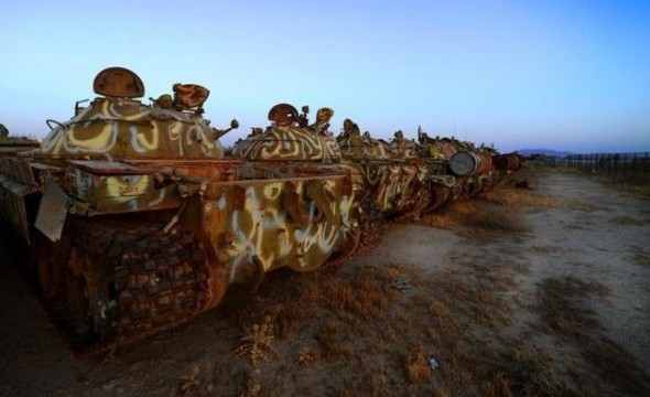 a_mass_graveyard_of_tanks_in_kuwait_640_06