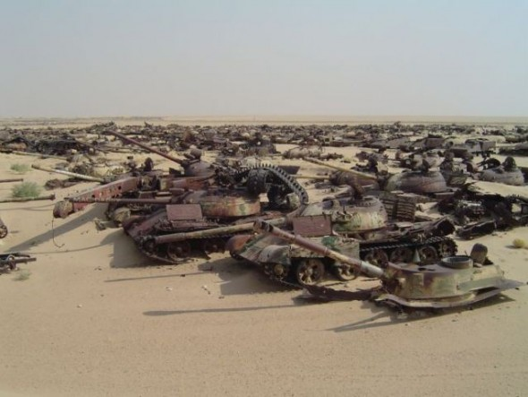 a_mass_graveyard_of_tanks_in_kuwait_640_07
