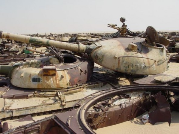 a_mass_graveyard_of_tanks_in_kuwait_640_08