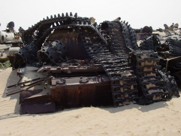a_mass_graveyard_of_tanks_in_kuwait_640_10