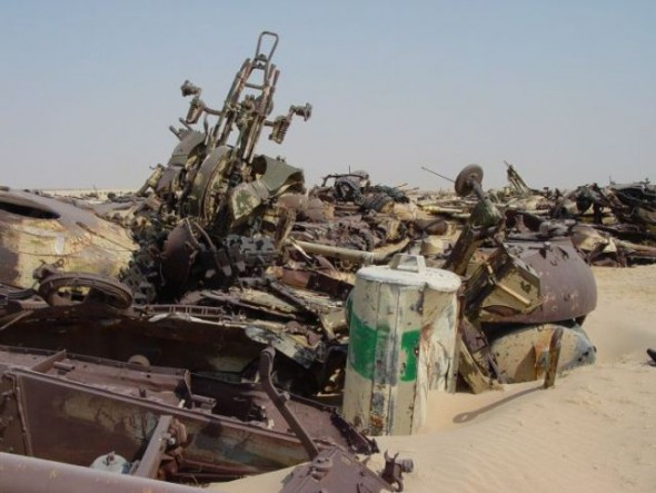 a_mass_graveyard_of_tanks_in_kuwait_640_11