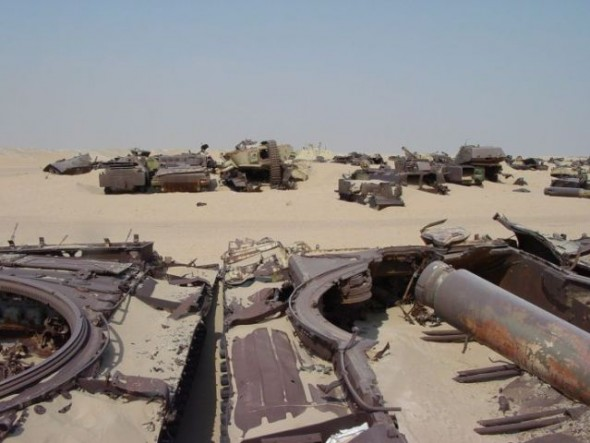 a_mass_graveyard_of_tanks_in_kuwait_640_12