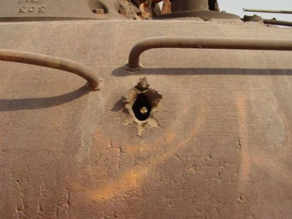 a_mass_graveyard_of_tanks_in_kuwait_640_15