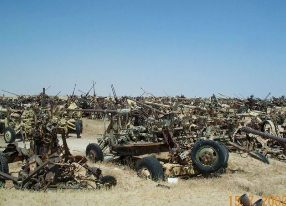a_mass_graveyard_of_tanks_in_kuwait_640_18