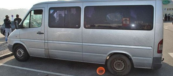 you_wont_believe_how_many_romanian_gypsies_are_in_this_van_640_03