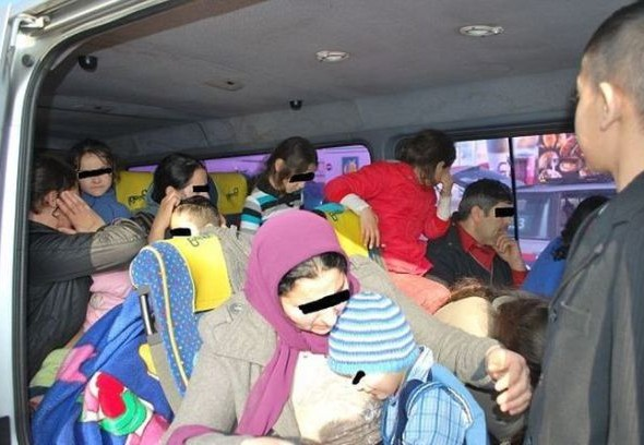 you_wont_believe_how_many_romanian_gypsies_are_in_this_van_640_04