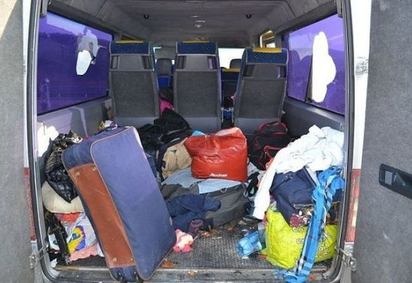 you_wont_believe_how_many_romanian_gypsies_are_in_this_van_640_05