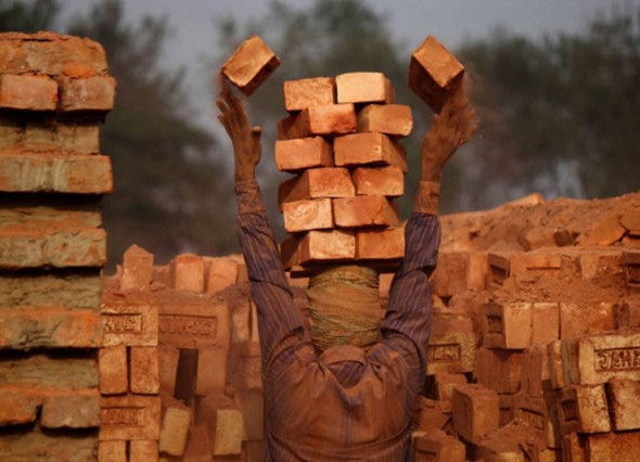 human_beings_doing_extraordinary_things_640_04 brick