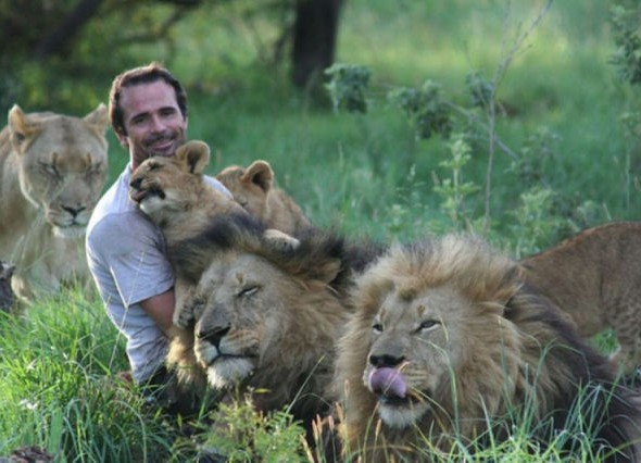 human_beings_doing_extraordinary_things_640_11 lion trainer
