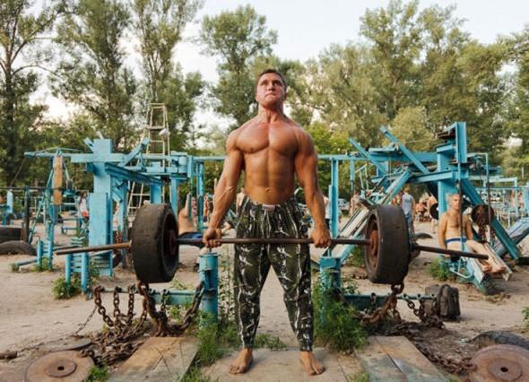 human_beings_doing_extraordinary_things_640_19 hardcoree gym