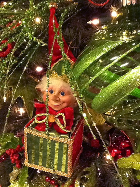 2014-RAZ-Aspen-Sweater-Christmas-Decorating-Ideas_012